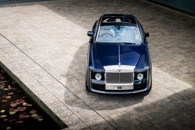 Bắt gặp kiệt tác 290,6 tỷ Đồng Rolls-Royce Sweptail trên đường phố - Ảnh 2.