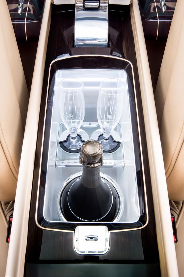 Bắt gặp kiệt tác 290,6 tỷ Đồng Rolls-Royce Sweptail trên đường phố - Ảnh 11.