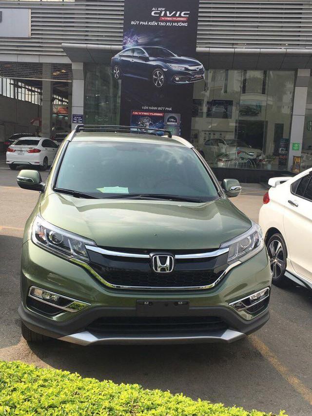 Xuất hiện Honda CR-V sơn màu xanh lục lạ mắt tại Hà Nội - Ảnh 1.