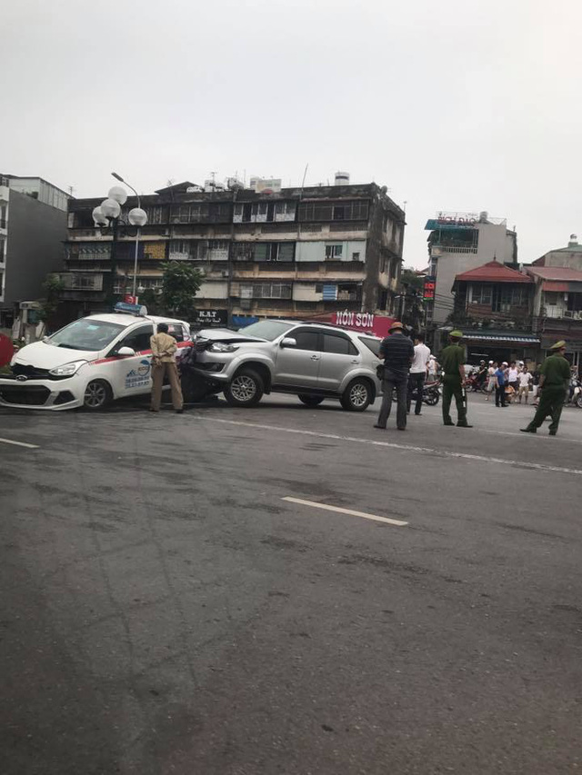 Hà Nội: Xe điên Toyota Fortuner gây tai nạn liên hoàn khiến 3 người bị thương - Ảnh 2.