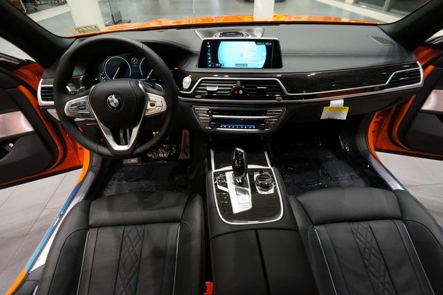 Cận cảnh chiếc BMW 750i 2017 với trang bị nhiều như mây - Ảnh 7.