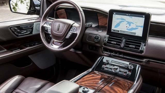 Chuyên cơ mặt đất Lincoln Navigator 2018 thêm đồ sộ với phiên bản kéo dài - Ảnh 10.
