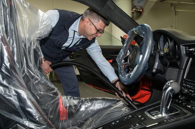 Bên trong hầm đỗ toàn siêu xe, nơi chủ nhân phải trả 13,7 triệu Đồng/tháng - Ảnh 11.