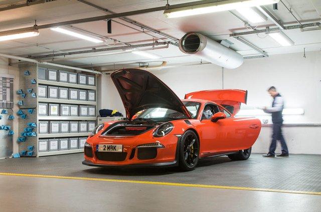 Bên trong hầm đỗ toàn siêu xe, nơi chủ nhân phải trả 13,7 triệu Đồng/tháng - Ảnh 9.