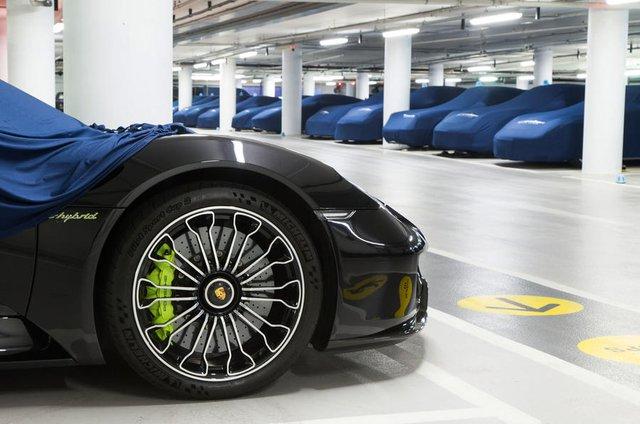 Bên trong hầm đỗ toàn siêu xe, nơi chủ nhân phải trả 13,7 triệu Đồng/tháng - Ảnh 7.