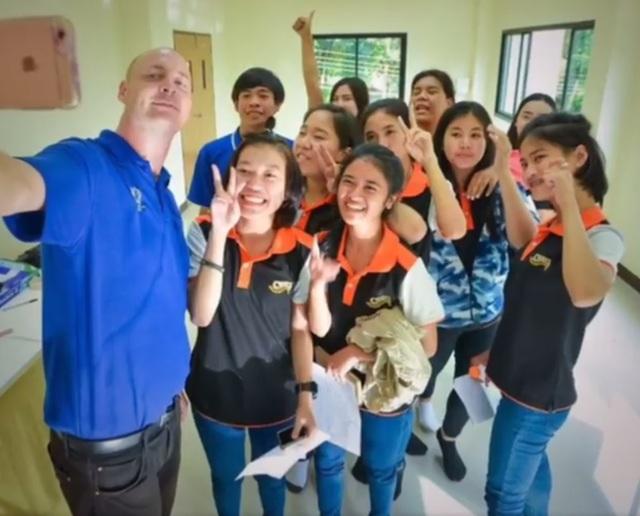 Thái Lan: Nam giáo viên tử vong vì tai nạn giao thông khi đang làm chuyện ấy trong xe Suzuki Swift - Ảnh 3.