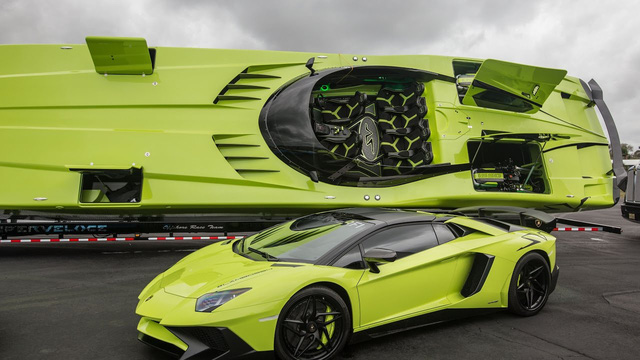 Cặp đôi Lamborghini Aventador SV Roadster và xuồng cao tốc tông xuyệt tông trị giá 50 tỷ Đồng - Ảnh 1.