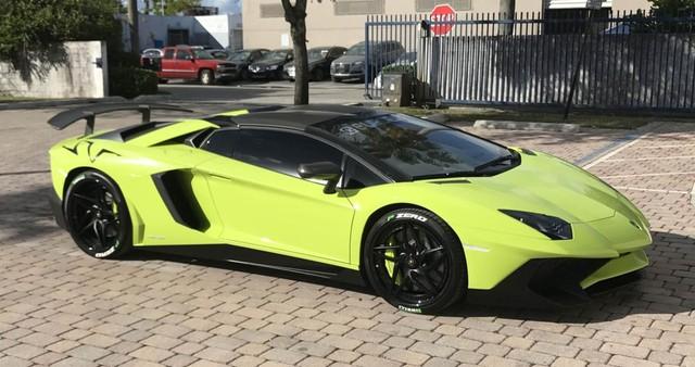 Cặp đôi Lamborghini Aventador SV Roadster và xuồng cao tốc tông xuyệt tông trị giá 50 tỷ Đồng - Ảnh 2.