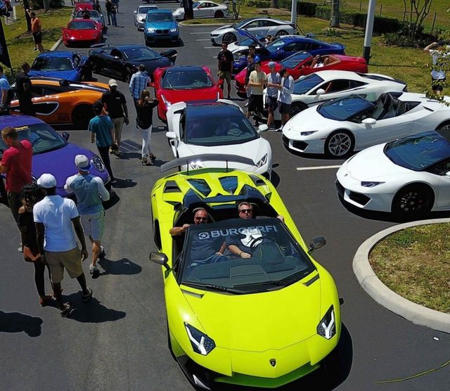 Cặp đôi Lamborghini Aventador SV Roadster và xuồng cao tốc tông xuyệt tông trị giá 50 tỷ Đồng - Ảnh 3.