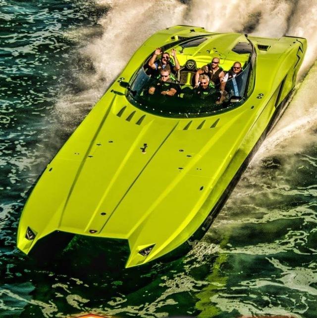 Cặp đôi Lamborghini Aventador SV Roadster và xuồng cao tốc tông xuyệt tông trị giá 50 tỷ Đồng - Ảnh 5.