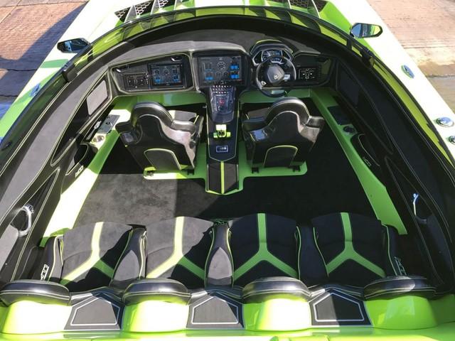 Cặp đôi Lamborghini Aventador SV Roadster và xuồng cao tốc tông xuyệt tông trị giá 50 tỷ Đồng - Ảnh 6.