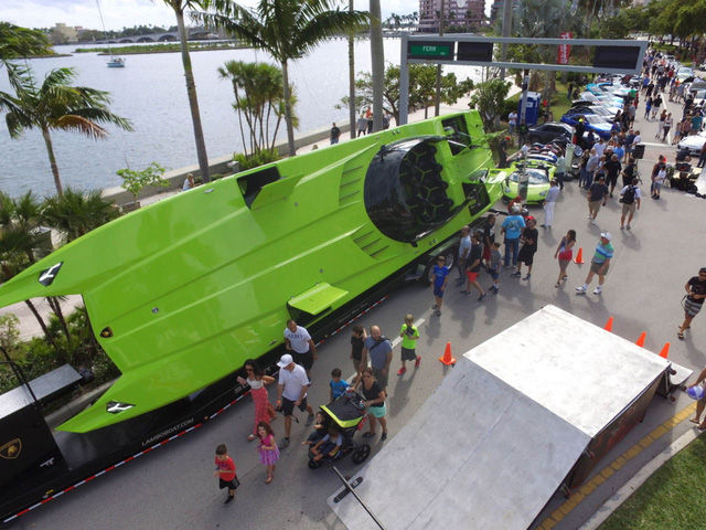 Cặp đôi Lamborghini Aventador SV Roadster và xuồng cao tốc tông xuyệt tông trị giá 50 tỷ Đồng - Ảnh 8.