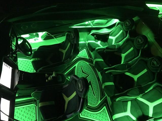 Cặp đôi Lamborghini Aventador SV Roadster và xuồng cao tốc tông xuyệt tông trị giá 50 tỷ Đồng - Ảnh 9.