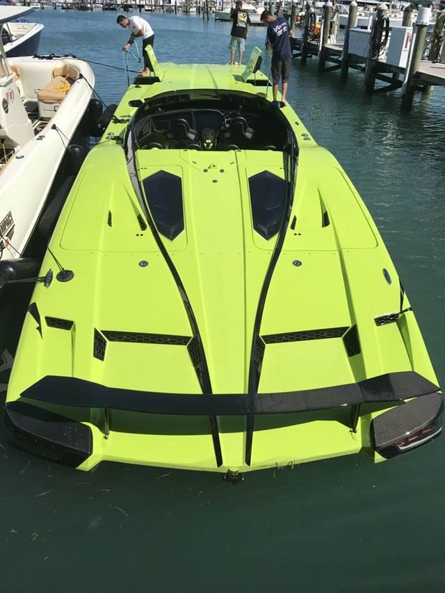 Cặp đôi Lamborghini Aventador SV Roadster và xuồng cao tốc tông xuyệt tông trị giá 50 tỷ Đồng - Ảnh 13.