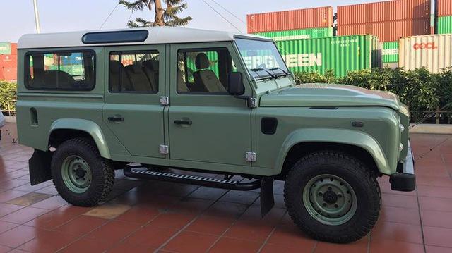 Mr. Bean bán Land Rover Defender phiên bản cuối cùng, giống xe ở Việt Nam - Ảnh 2.