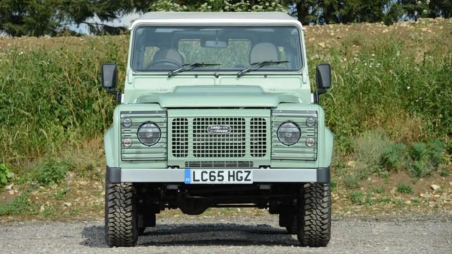 Mr. Bean bán Land Rover Defender phiên bản cuối cùng, giống xe ở Việt Nam - Ảnh 5.
