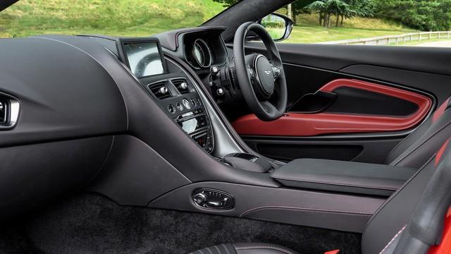 Làm quen với chiếc Aston Martin DB11 có một không hai trên thế giới - Ảnh 4.