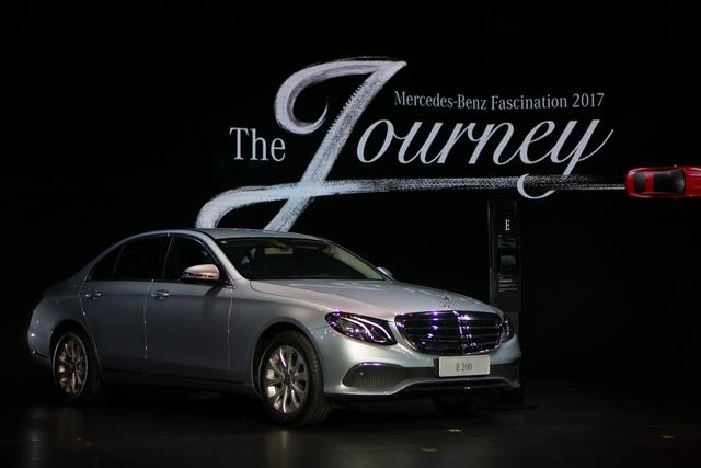 Triển lãm Mercedes-Benz Fascination 2017 chính thức khai mạc tại Hà Nội với dàn xe hơn 150 tỷ Đồng - Ảnh 2.