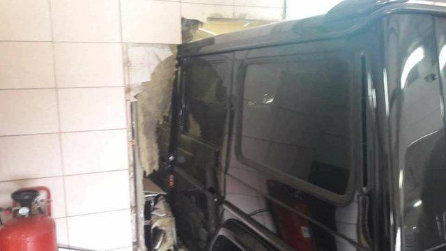 Đây là vụ tai nạn khiến nhiều người ca ngợi SUV hạng sang Mercedes-Benz G-Class - Ảnh 2.