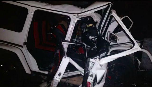 Mercedes-Benz G63 AMG lao thẳng vào trụ cầu vượt ở tốc độ cao khiến 2 thanh niên tử vong - Ảnh 1.