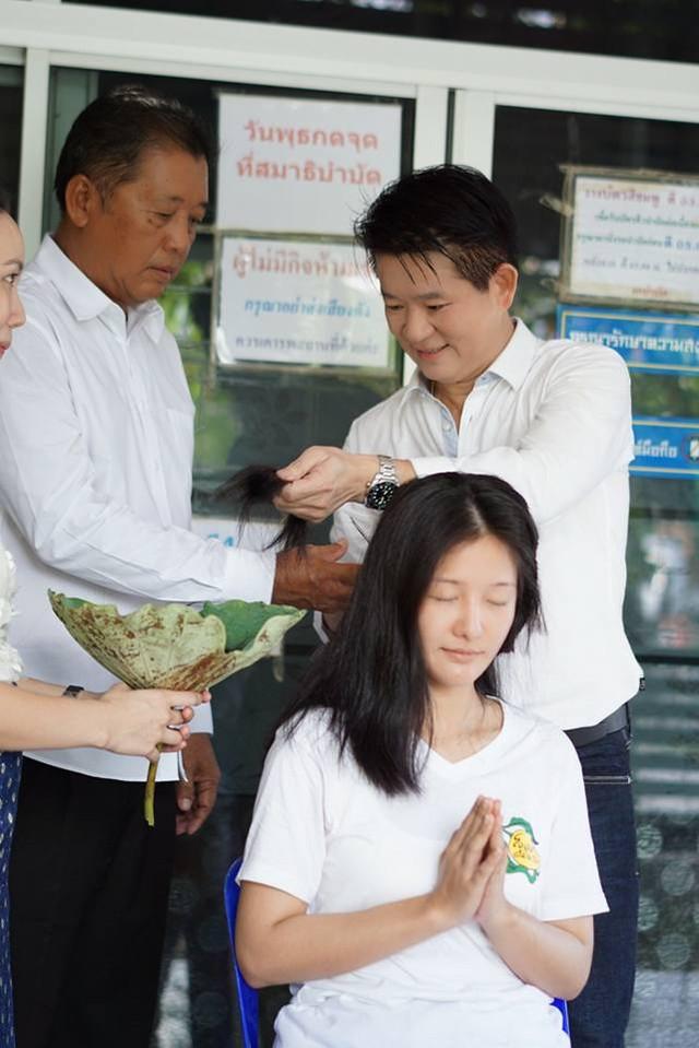Người mẫu ô tô đình đám bậc nhất Thái Lan bất ngờ xuống tóc đi tu - Ảnh 4.