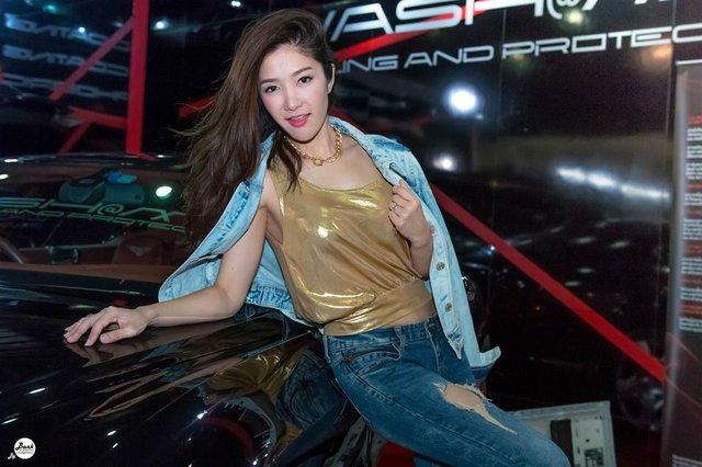 Người mẫu ô tô đình đám bậc nhất Thái Lan bất ngờ xuống tóc đi tu - Ảnh 9.