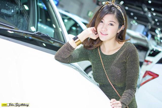 Người mẫu ô tô đình đám bậc nhất Thái Lan bất ngờ xuống tóc đi tu - Ảnh 10.