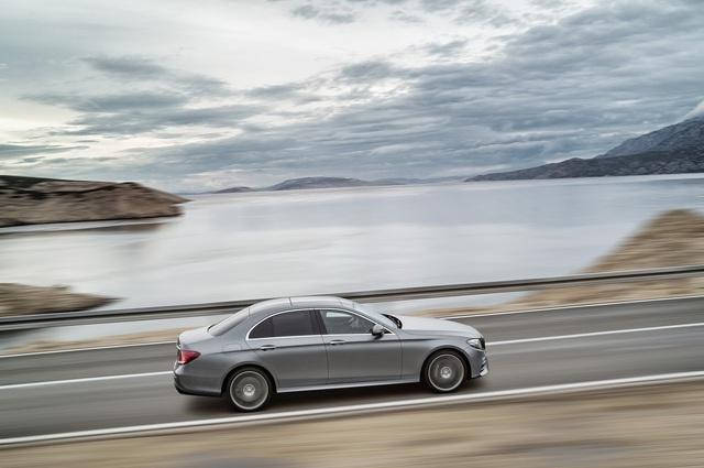 Xe sang Mercedes-Benz E-Class được nâng cấp nhẹ - Ảnh 1.