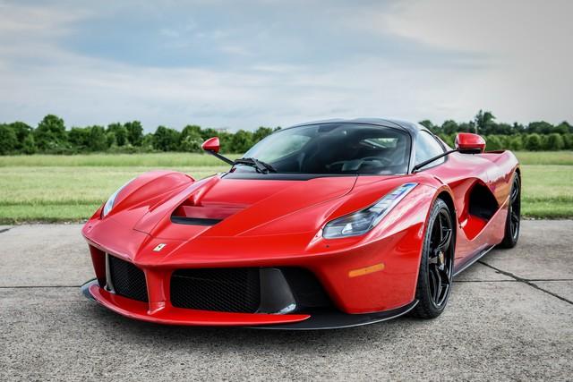 Võ sỹ triệu phú Floyd Mayweather khoe vừa mua một cặp siêu xe Ferrari LaFerrari - Ảnh 1.