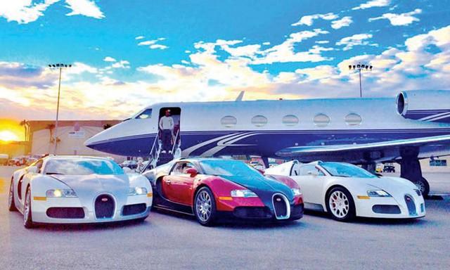 Võ sỹ triệu phú Floyd Mayweather khoe vừa mua một cặp siêu xe Ferrari LaFerrari - Ảnh 2.