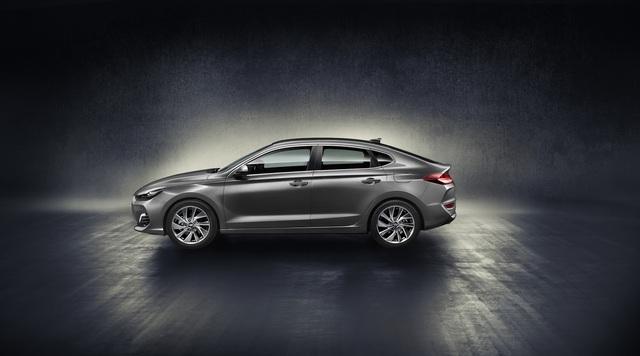 Hyundai i30 Fastback 2018 - Xe coupe 5 cửa cỡ nhỏ hoàn toàn mới - Ảnh 3.