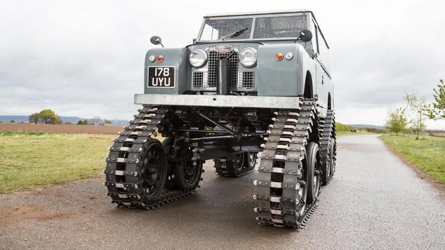 Làm quen với chiếc Land Rover dùng bánh xích như xe tăng, có thể đi trên mọi địa hình - Ảnh 1.