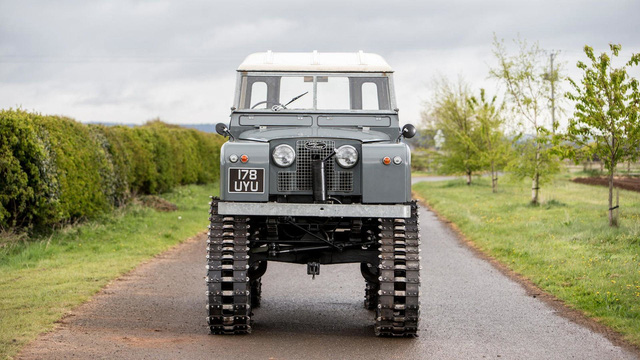 Làm quen với chiếc Land Rover dùng bánh xích như xe tăng, có thể đi trên mọi địa hình - Ảnh 2.