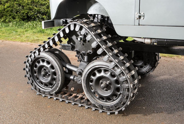 Làm quen với chiếc Land Rover dùng bánh xích như xe tăng, có thể đi trên mọi địa hình - Ảnh 5.