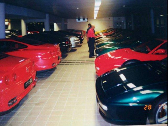 """Chiêm ngưỡng những hình ảnh hiếm về bộ sưu tập xe """"khủng"""" của Quốc vương Brunei - Ảnh 1."""