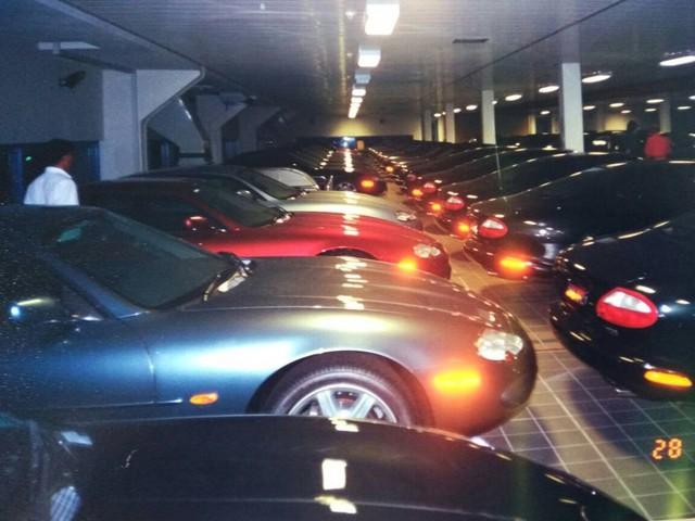 """Chiêm ngưỡng những hình ảnh hiếm về bộ sưu tập xe """"khủng"""" của Quốc vương Brunei - Ảnh 2."""