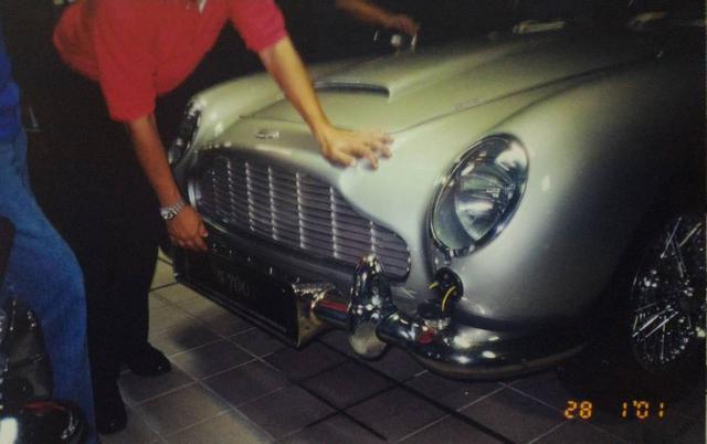 """Chiêm ngưỡng những hình ảnh hiếm về bộ sưu tập xe """"khủng"""" của Quốc vương Brunei - Ảnh 11."""
