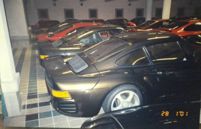 """Chiêm ngưỡng những hình ảnh hiếm về bộ sưu tập xe """"khủng"""" của Quốc vương Brunei - Ảnh 15."""