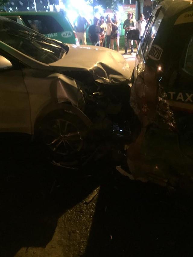 Video khoảnh khắc Hyundai Santa Fe gây tai nạn liên hoàn cho 12 xe tại Sài Gòn - Ảnh 9.