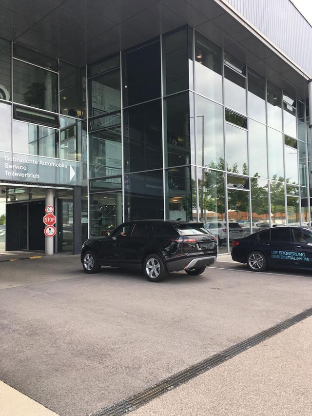 Bắt gặp chiếc SUV hạng sang Range Rover Velar 2018 được đưa đến đại lý - Ảnh 5.