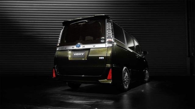 Mẫu MPV mới sắp ra mắt Đông Nam Á của Toyota bị bắt gặp trên đường phố - Ảnh 6.