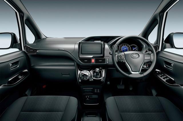 Mẫu MPV mới sắp ra mắt Đông Nam Á của Toyota bị bắt gặp trên đường phố - Ảnh 7.