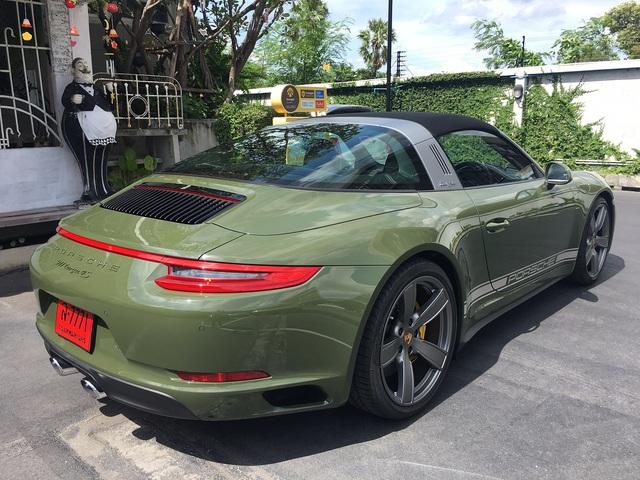 Đây là chiếc Porsche 911 Targa 4S màu xanh ô liu khiến chủ xe phải chờ đợi suốt 1,5 năm - Ảnh 2.