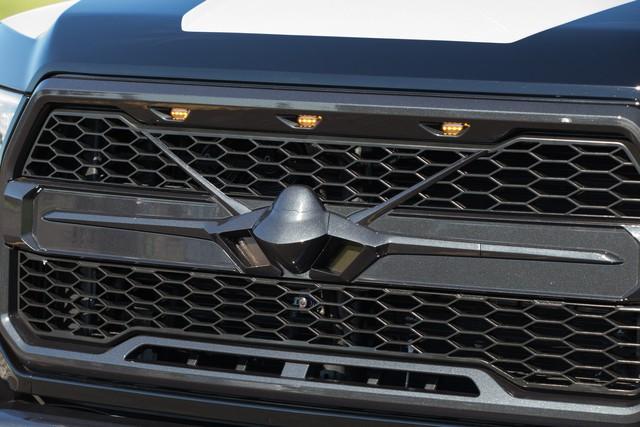 Ford F-150 Raptor mang phong cách chiến đấu cơ được bán với giá 300.000 USD - Ảnh 6.