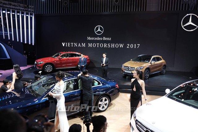 Trực tiếp: Khám phá gian hàng khủng nhất triển lãm của Mercedes-Benz, vén màn GLA bản nâng cấp và C-Class hộp số mới - Ảnh 3.