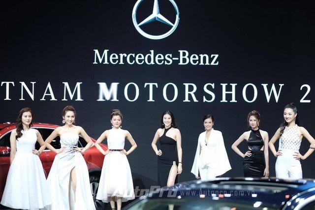 Trực tiếp: Khám phá gian hàng khủng nhất triển lãm của Mercedes-Benz, vén màn GLA bản nâng cấp và C-Class hộp số mới - Ảnh 4.