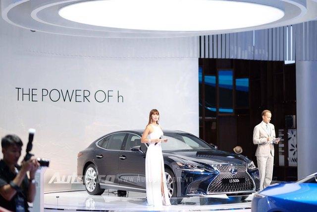 Trực tiếp: Lexus mang bộ 3 hàng nóng đến triển lãm VMS 2017 - Ảnh 3.