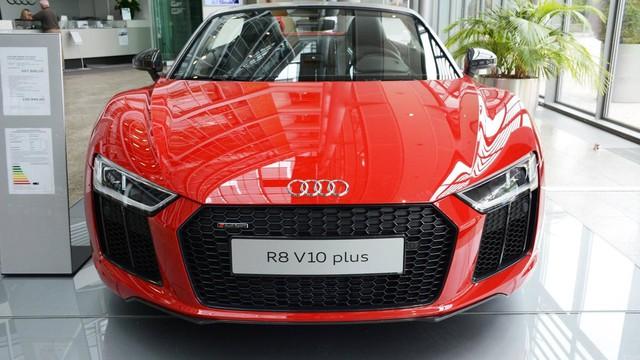Lần đầu chiêm ngưỡng vẻ đẹp bằng xương, bằng thịt của siêu xe Audi R8 V10 Plus Spyder 2017 - Ảnh 1.