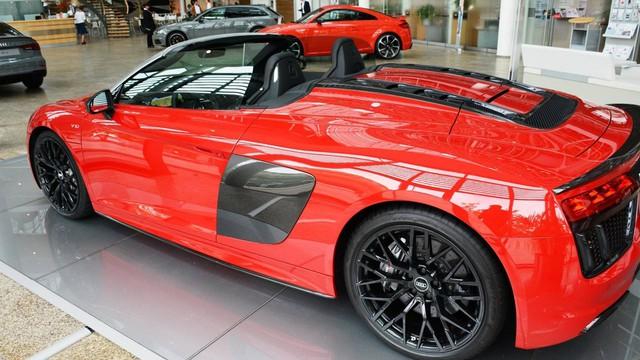 Lần đầu chiêm ngưỡng vẻ đẹp bằng xương, bằng thịt của siêu xe Audi R8 V10 Plus Spyder 2017 - Ảnh 2.