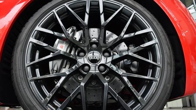 Lần đầu chiêm ngưỡng vẻ đẹp bằng xương, bằng thịt của siêu xe Audi R8 V10 Plus Spyder 2017 - Ảnh 3.